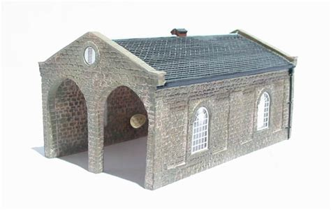 N Engine Shed by Hattons Co Uk Hornby N8098 Road Engine Shed