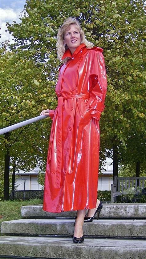lade in pvc shiny raincoat sophisticated and looks in