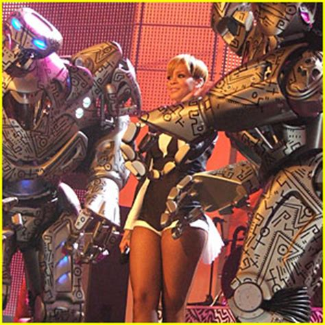 Echo Robot Looks For Other Friendly Bots by Rihanna Gets Friendly With Robots At The Echo Awards