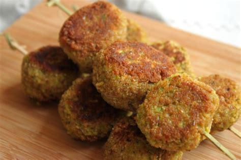 cuisiner le poivron vert camembert croquette smoothie et crackers zekitchounette