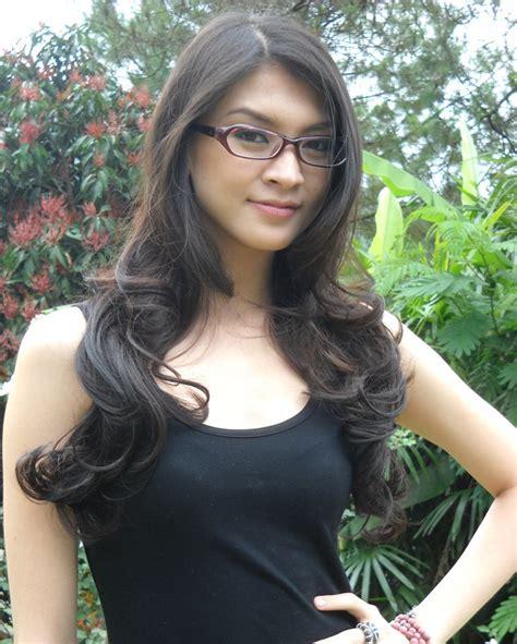 foto panas artis indonesia celebrity pictures dec 24 2011