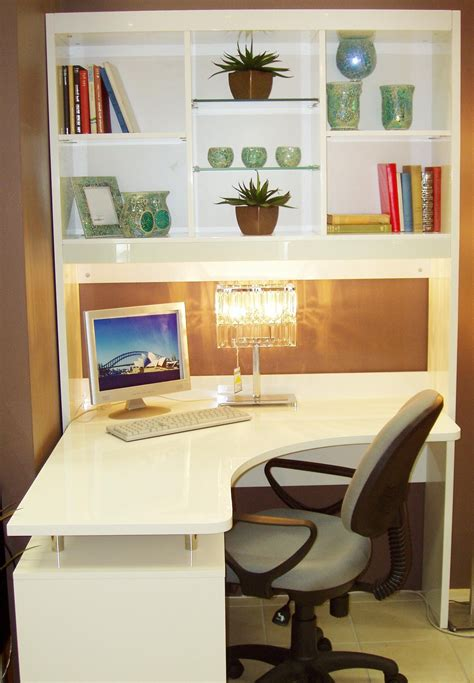 desk with shelves what are the advantages of corner desk