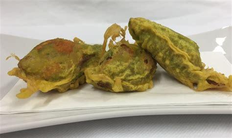 fior di zucchine in pastella fiore di zucchino ripieno in pastella di birra e curcuma
