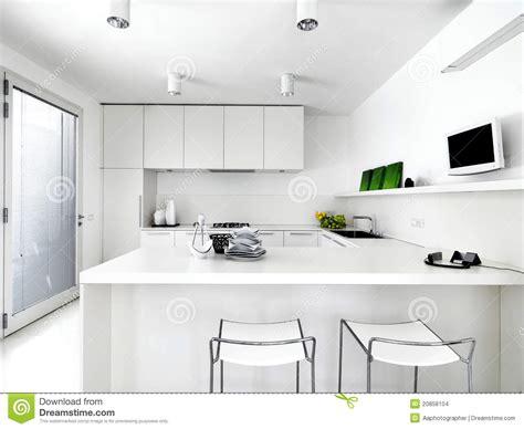 English Kitchen Designs cozinha moderna branca imagens de stock imagem 20858104