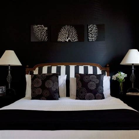 18 Stunning Black And White Bedroom Designs Black Bedroom Design Ideas