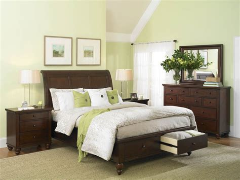 exclusive decor and curtains in green for bedroom