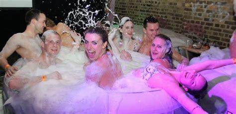 Bathtub Cinema by Tub Cinema Club Review Pop Up Event Designmynight
