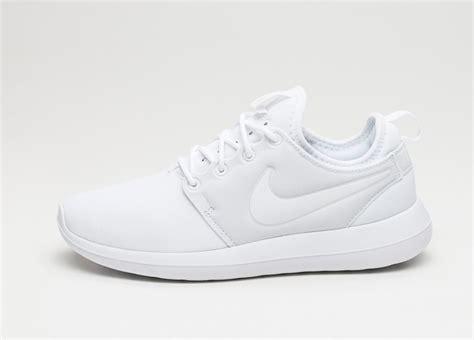 Nike Roshe Run Two White nike wmns roshe two white white platinum asphaltgold