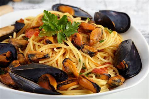 buonissimo italia a tavola spaghetti con cozze e gamberi la ricetta di buonissimo