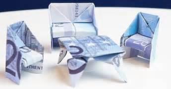 geldscheine falten stuhl geschenk zum einzug tisch aus geld falten