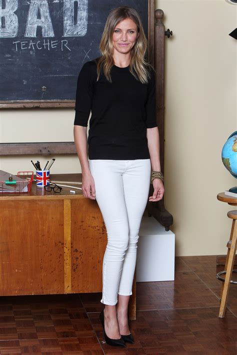 Style Cameron Diaz Fabsugar Want Need 5 by Cameron Diaz S Black Sweater What To Wear With White