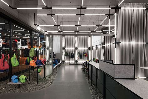 crumpler store by ryan russell melbourne 187 retail design blog