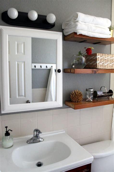 helpful tricks  decorating  small bathroom