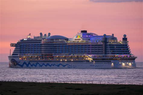 aidaprima breite schiffe vor cuxhaven