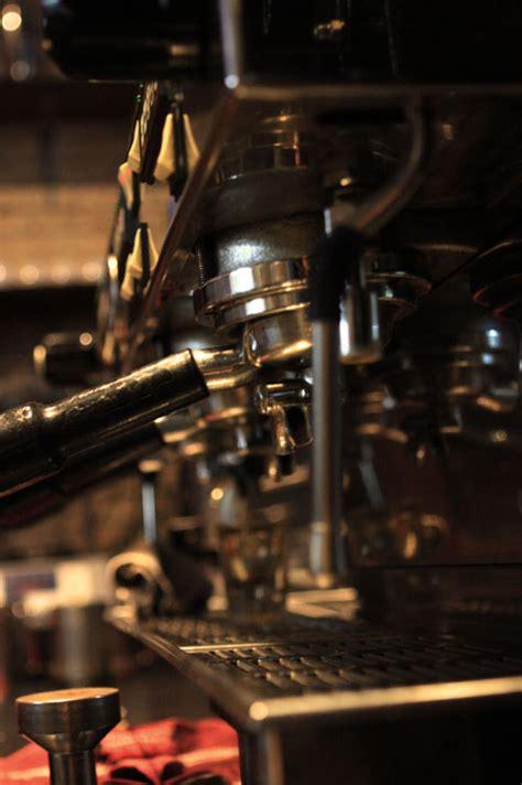 Mesin Kopi Giotto anomali coffee yang mempromosikan kopi lokal cikopi