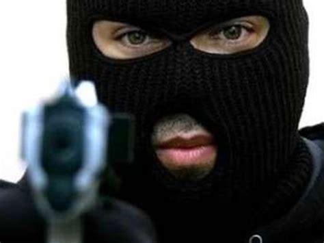 rapina in rapina in a marconia magro il bottino dei