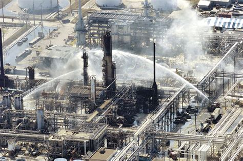 refinery town big big money and the remaking of an american city books what went wrong refinery disaster
