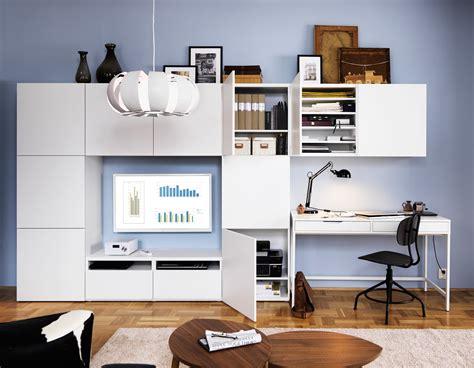 arredare studio ikea angolo studio in soggiorno integrato nella libreria o in
