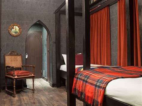 themed hotel rooms harry potter fans can now stay in hogwarts themed hotel