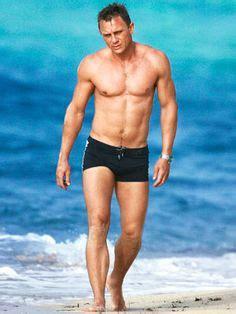daniel craig bathtub male fitness on pinterest male fitness models henry