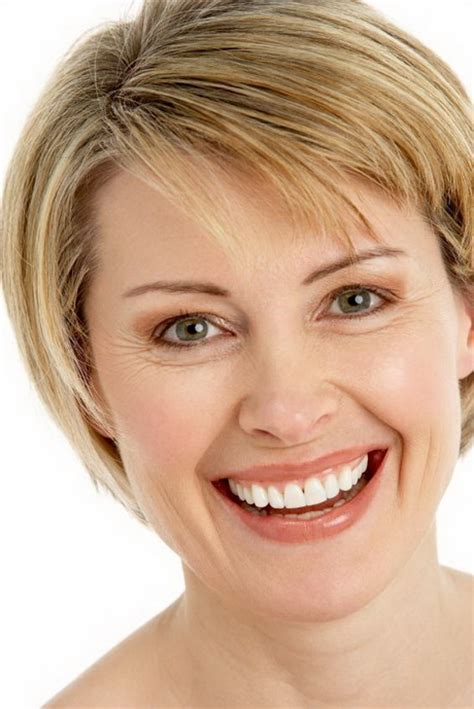 hair cut style for middleage ewomen with round face short hairstyles for middle aged women