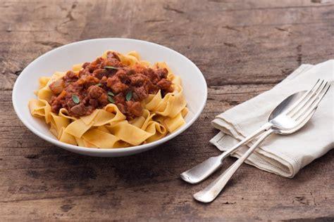 cucinare il cinghiale al sugo come cucinare il cinghiale ricette e consigli agrodolce