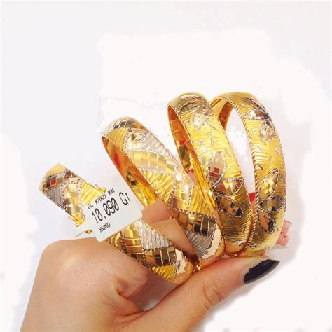 Liontin Emas Bola Mata 2 5 Gram Kadar 750 display stock perhiasan kalung