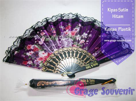 Kipas Hitam by Kipas Saten Hitam Murah Jual Souvenir Pernikahan