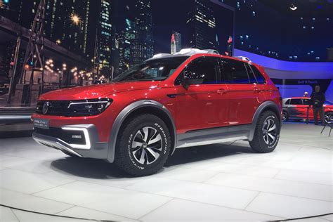 road vw tiguan gte active concept arrives  detroit