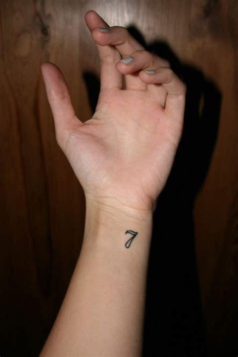 tattoo numbers generator ideen f 252 r kleine und individuelle tattoos f 252 r frauen und