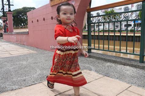 design dress pua kumbu rose chukan makes pua kumbu hot fashion borneopost