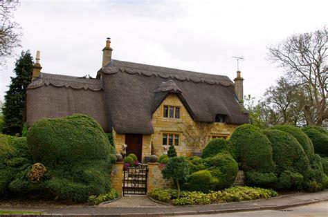 cottage uk the quaint cotswolds shawsinengland