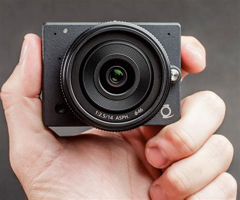 micro four thirds z e1 4k offers interchangeable lenses in the