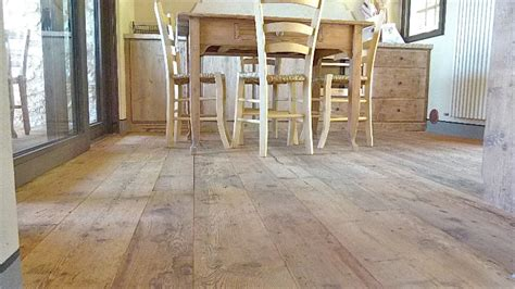 pavimento larice pavimenti in larice antico vecchio di recupero in prima patina