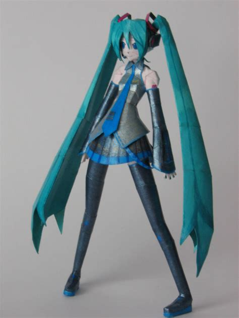 Papercraft Miku - vocaloid crafts