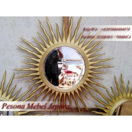 Cermin Bingkai Kayu bingkai atau pigura cermin keris matahari warna emas kayu jati