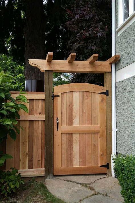 modern fence ideas   backyard privacy fence