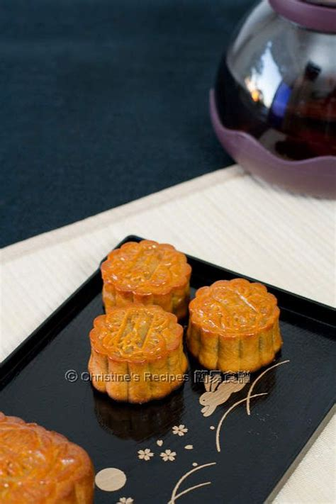 new year moon cake traditional mooncakes 廣式月餅 moon cake new year