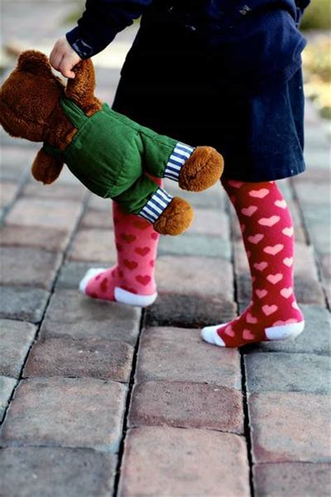 when should start wearing shoes baby shoes when and how babies should start wearing shoes