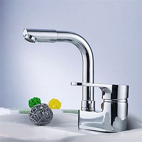 Choosing A Kitchen Faucet 3 Tips On Choosing A Lever Faucet For Your Kitchen Interior Design