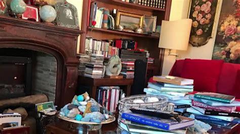 tra libri e sculture a casa di dalla chiesa acasadi