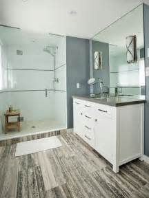 Mid sized transitional bathroom idea with an undermount sink shaker
