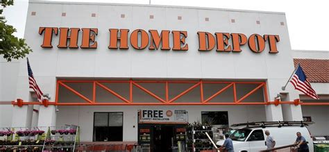 this home depot employee tried to stop an apparent child