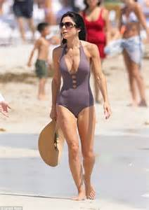 bethenny frankel swimsuit parade continues miami divorce daily mail