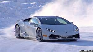 lamborghini hurac 225 n doing donuts and drifting in the snow