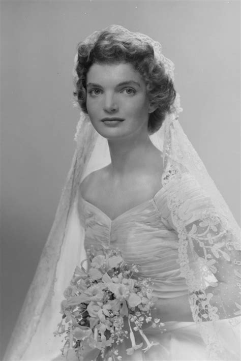 Jackie Kennedy Wedding Gown by Jacqueline Bouvier Kennedy S Wedding Dress And Veil