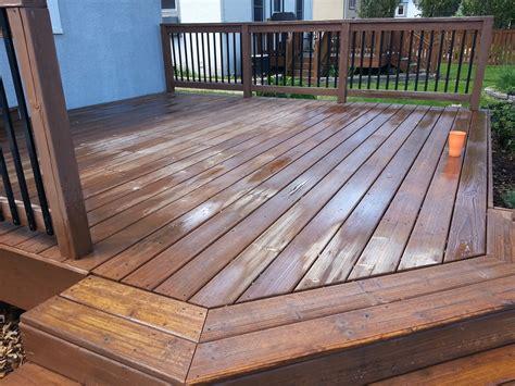 applying behr deck    wood deck small change