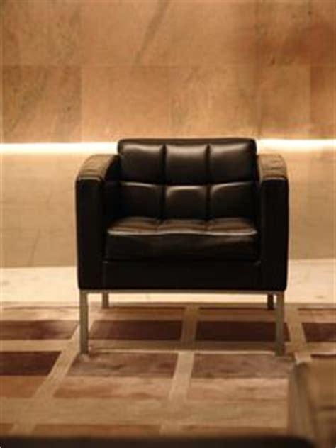 recouvrir un canapé en cuir comment faire pour recouvrir un fauteuil en cuir