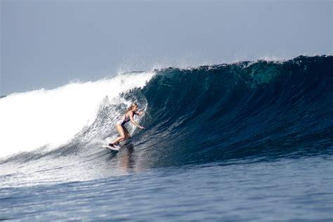 surfing  kuta beach bali surfgirl magazine