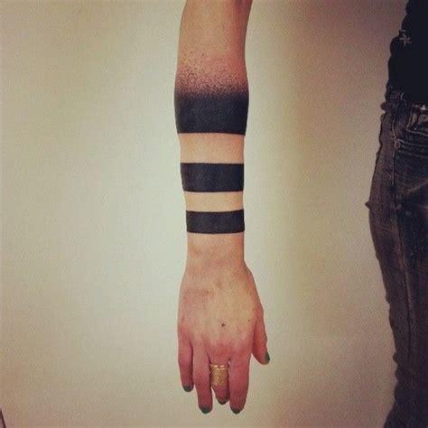 tattoo meaning two lines m 225 s de 10 asombrosos s 243 lidas tatuajes brazalete 187 tatuaje club